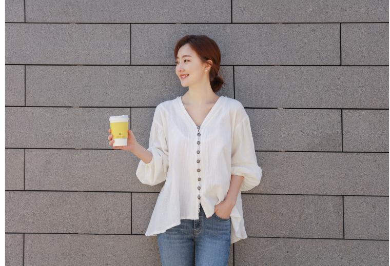 韓国 ファッション トップス ブラウス シャツ 春 夏 カジュアル PTX6900  オーバーサイズ ドロップショルダー Vネック フィッシュテール プルオーバー オルチャン シンプル 定番 セレカジの写真4枚目
