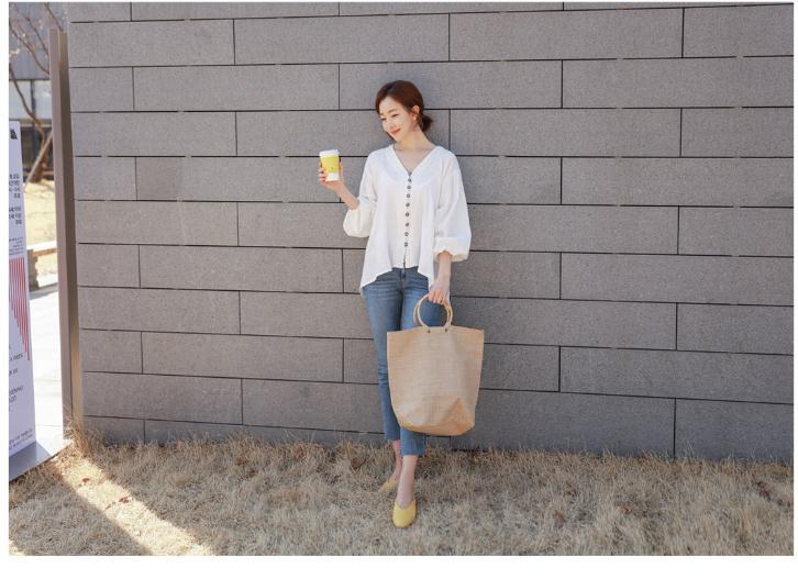 韓国 ファッション トップス ブラウス シャツ 春 夏 カジュアル PTX6900  オーバーサイズ ドロップショルダー Vネック フィッシュテール プルオーバー オルチャン シンプル 定番 セレカジの写真5枚目