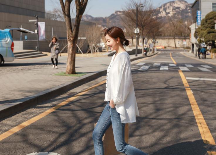 韓国 ファッション トップス ブラウス シャツ 春 夏 カジュアル PTX6900  オーバーサイズ ドロップショルダー Vネック フィッシュテール プルオーバー オルチャン シンプル 定番 セレカジの写真7枚目