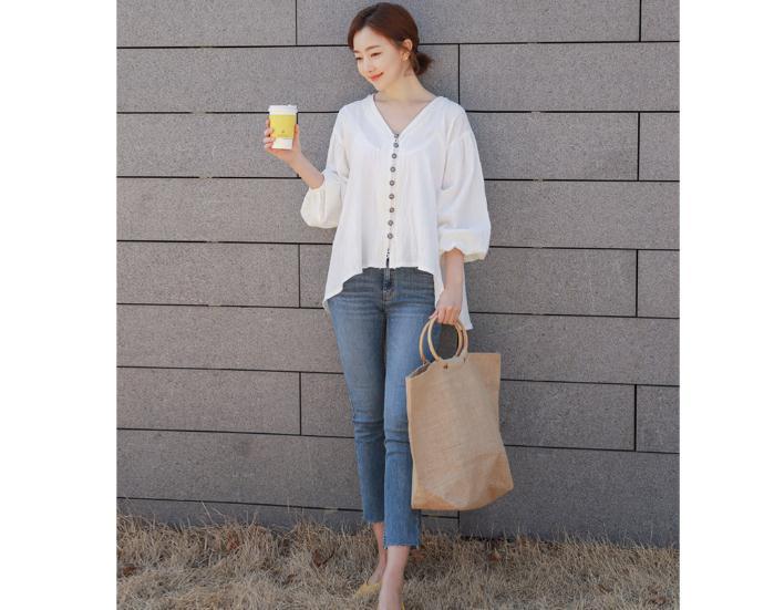 韓国 ファッション トップス ブラウス シャツ 春 夏 カジュアル PTX6900  オーバーサイズ ドロップショルダー Vネック フィッシュテール プルオーバー オルチャン シンプル 定番 セレカジの写真8枚目