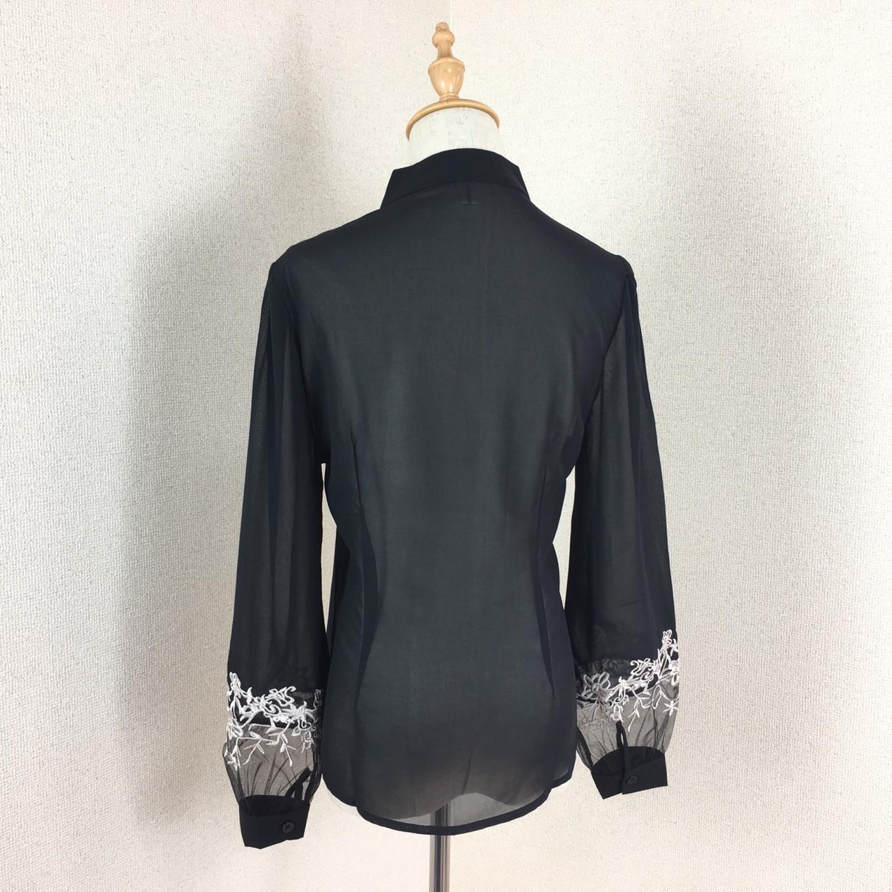 「凛と着こなす♪」黒地に刺繍が映える☆知的ブラウス 夏 春 PTX8814の写真12枚目