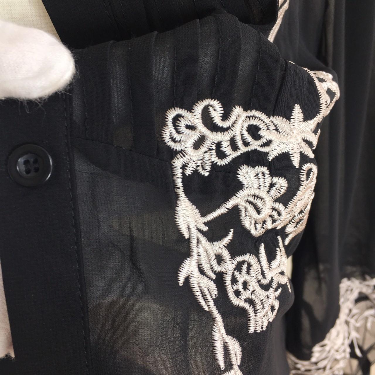 「凛と着こなす♪」黒地に刺繍が映える☆知的ブラウス 夏 春 PTX8814の写真13枚目