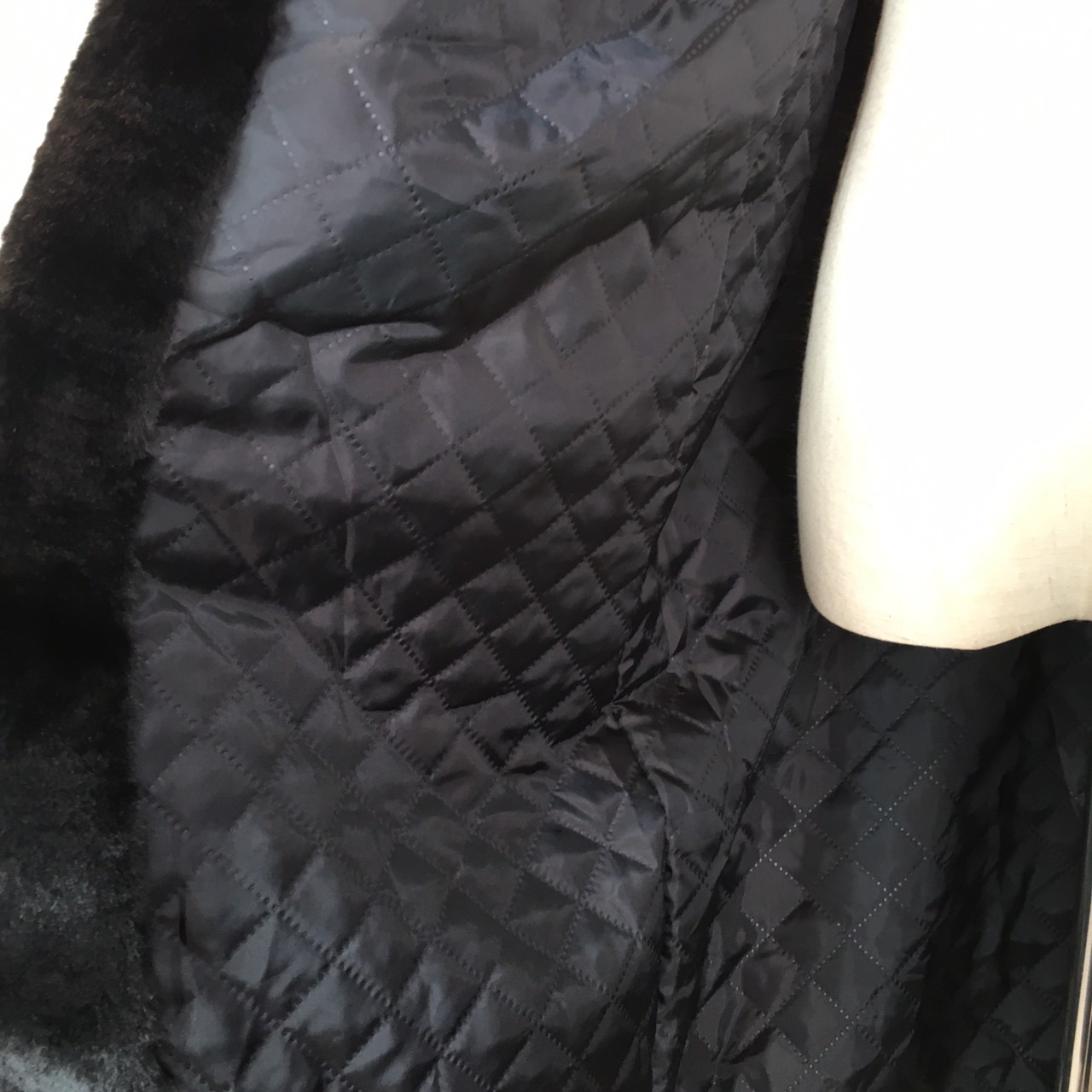 【即納】韓国 ファッション アウター ムートン ファーコート 秋 冬 カジュアル SPTXC599  もこもこ ふわふわ エコファー パーカー オーバーサイズ フ オルチャン シンプル 定番 セレカジの写真17枚目