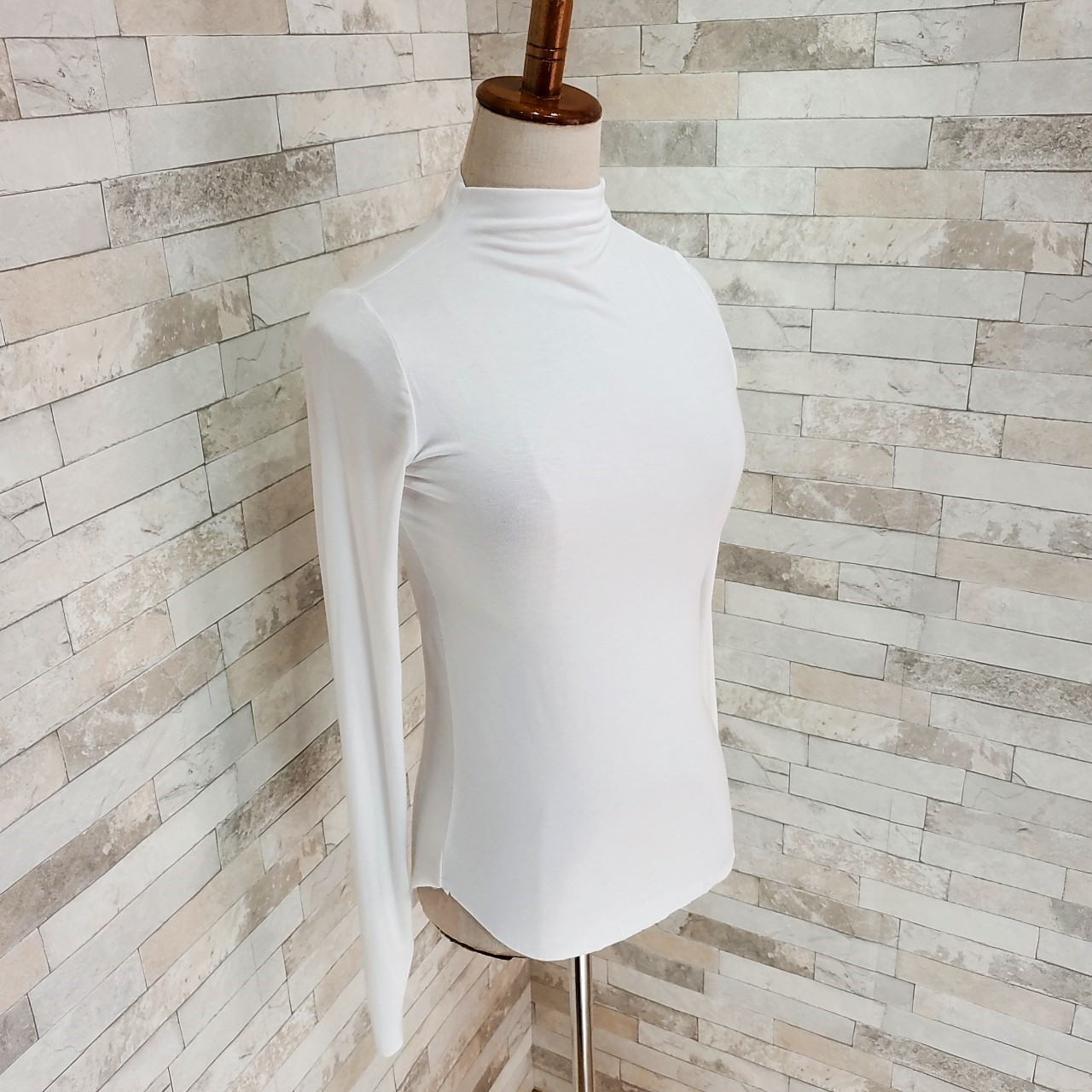【即納】韓国 ファッション トップス Tシャツ カットソー 秋 冬 カジュアル SPTXD048  ボトルネック ハイネック ロンT ベーシック タイト ジャケッ オルチャン シンプル 定番 セレカジの写真4枚目