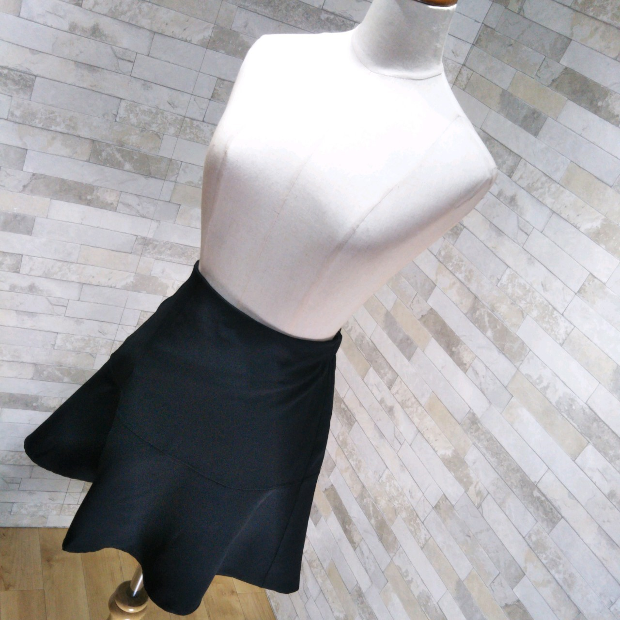 韓国 ファッション スカート ミニ ボトムス 春 夏 カジュアル PTXE657  アシンメトリー イレヘム 切り替え サーキュラー フレアスカート フェミニン  オルチャン シンプル 定番 セレカジの写真3枚目