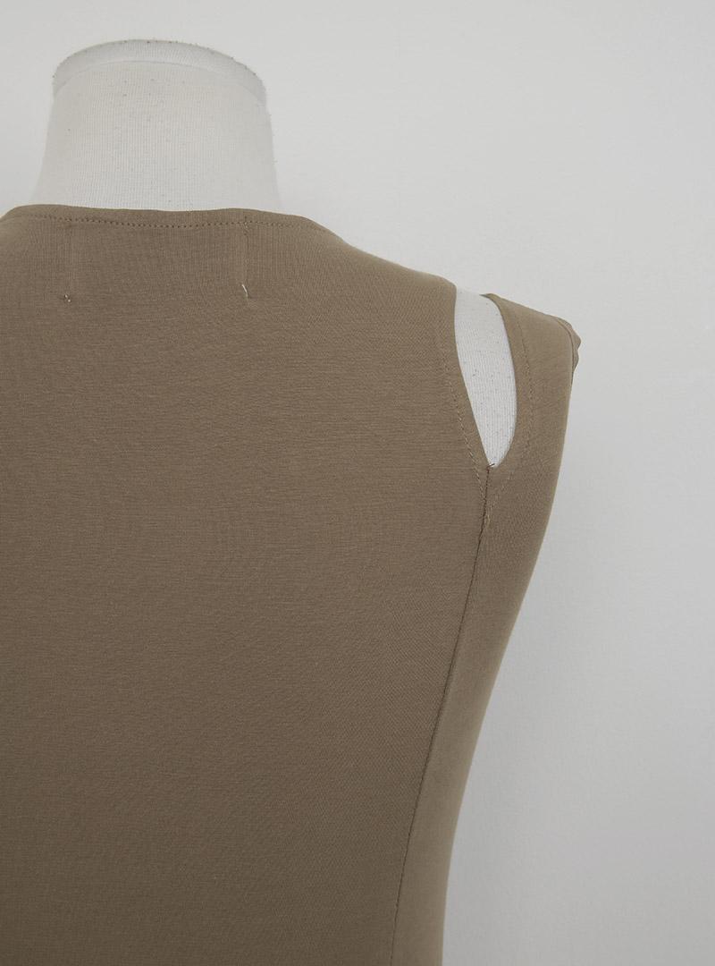 韓国 ファッション トップス タンクトップ 春 夏 カジュアル PTXF924  アシンメトリー カットオフ 肌見せ ノースリーブ スポーティ オルチャン シンプル 定番 セレカジの写真20枚目
