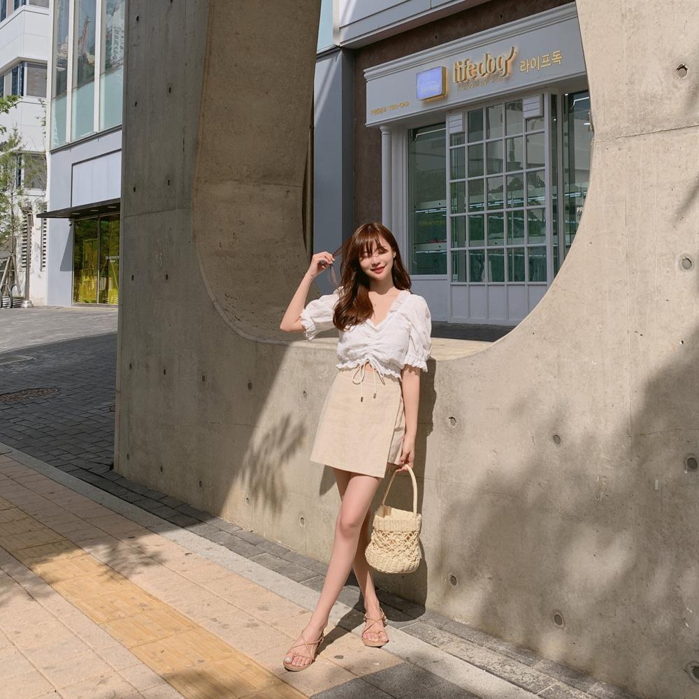 【即納】韓国 ファッション トップス ブラウス シャツ 夏 春 カジュアル SPTXF945  パンチングレース スカラップ Vネック フリル ギャザー ガーリー オルチャン シンプル 定番 セレカジの写真6枚目