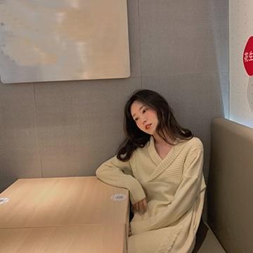 韓国 ファッション ワンピース 秋 冬 カジュアル PTXG520  リブ ケーブル ニットワンピース 深Vネック オルチャン シンプル 定番 セレカジの写真11枚目