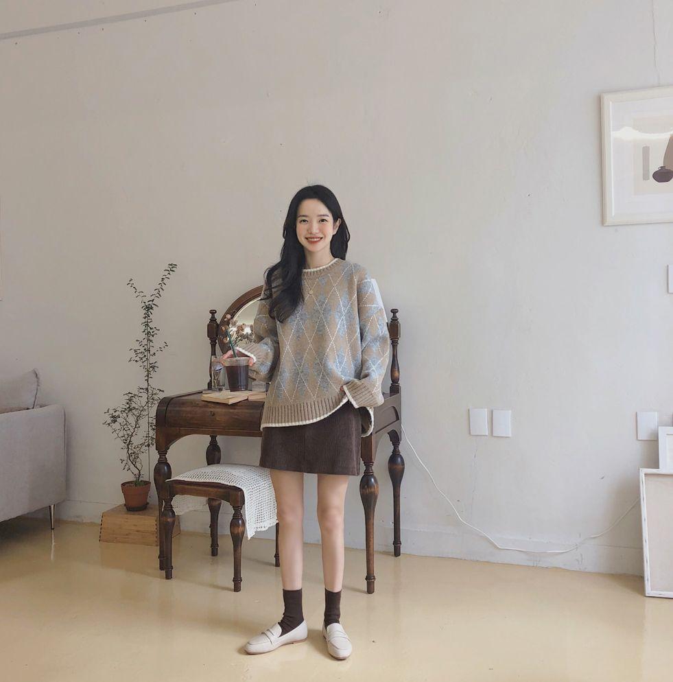 【即納】韓国 ファッション スカート ミニ ボトムス 秋 冬 カジュアル SPTXG567  コーデュロイ ベイクドカラー ガーリー オルチャン シンプル 定番 セレカジの写真4枚目