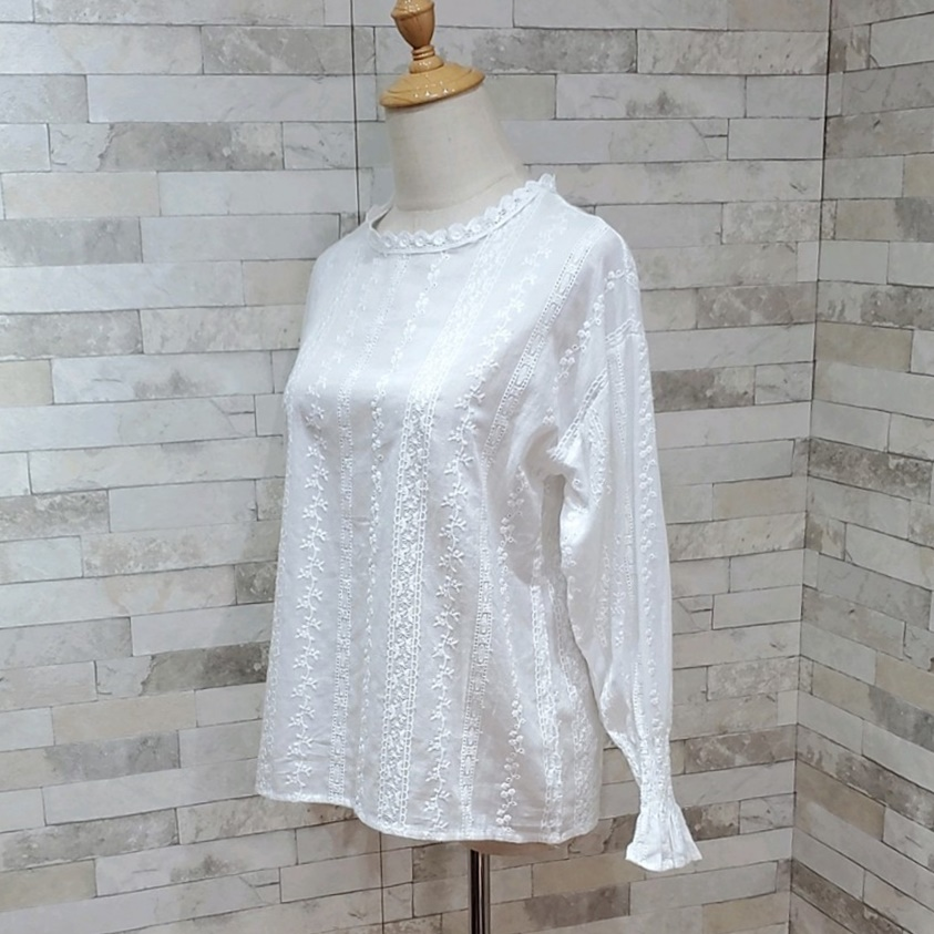 韓国 ファッション トップス ブラウス シャツ 春 夏 カジュアル PTXH429  刺繍 パンチングレース ガーリー プルオーバー オルチャン シンプル 定番 セレカジの写真7枚目