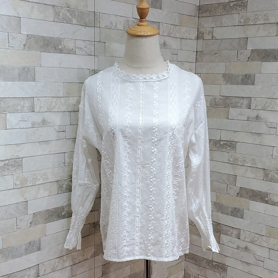 韓国 ファッション トップス ブラウス シャツ 春 夏 カジュアル PTXH429  刺繍 パンチングレース ガーリー プルオーバー オルチャン シンプル 定番 セレカジの写真8枚目