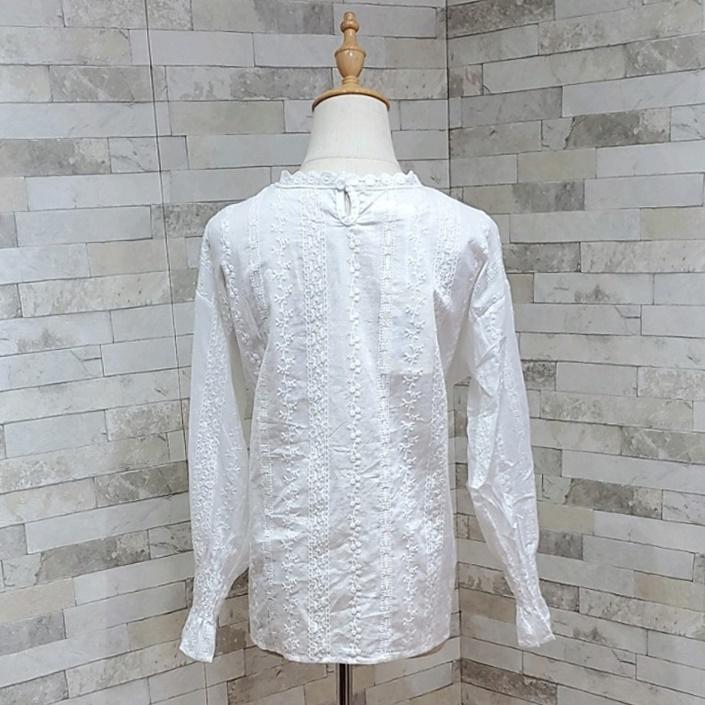 韓国 ファッション トップス ブラウス シャツ 春 夏 カジュアル PTXH429  刺繍 パンチングレース ガーリー プルオーバー オルチャン シンプル 定番 セレカジの写真12枚目