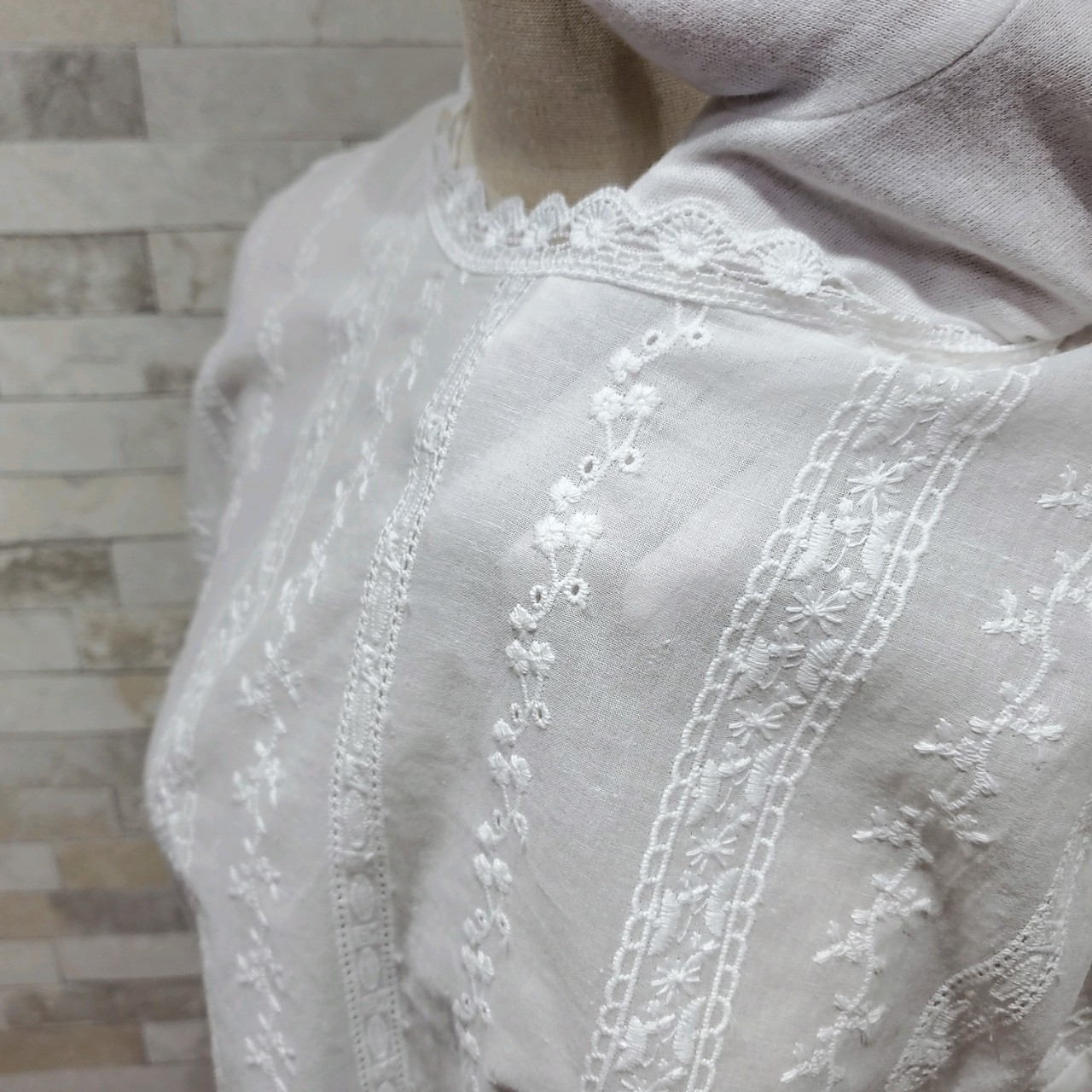 韓国 ファッション トップス ブラウス シャツ 春 夏 カジュアル PTXH429  刺繍 パンチングレース ガーリー プルオーバー オルチャン シンプル 定番 セレカジの写真14枚目
