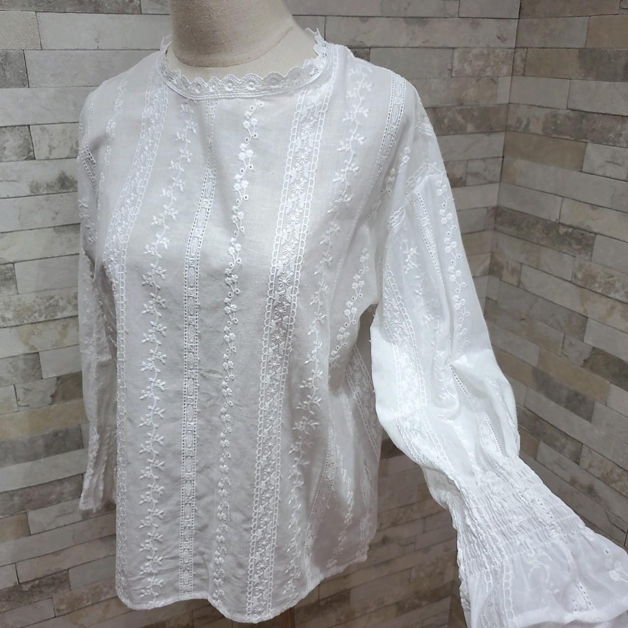 韓国 ファッション トップス ブラウス シャツ 夏 春 カジュアル PTXH429  刺繍 パンチングレース ガーリー プルオーバー オルチャン シンプル 定番 セレカジの写真15枚目