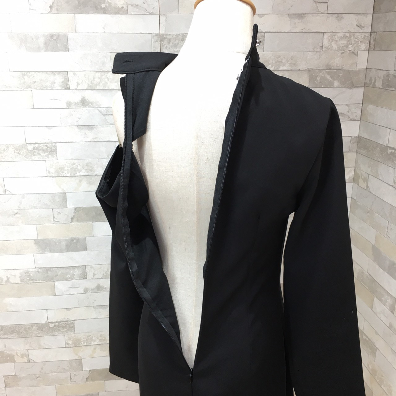 韓国 ファッション ワンピース パーティードレス ひざ丈 ミディアム 秋 冬 春 パーティー ブライダル PTXH549 結婚式 お呼ばれ アシンメトリー オープンショルダー 二次会 セレブ きれいめの写真17枚目