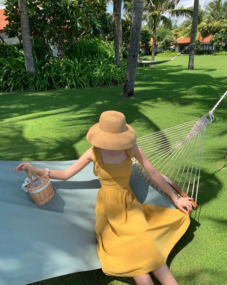 リゾートワンピース ひざ丈 ミディアム ハワイ お出かけワンピ 春 夏 リゾート パーティー PTXH861  フリル バッククロス 背中見せ エプロンドレス セレブ セクシーの写真2枚目