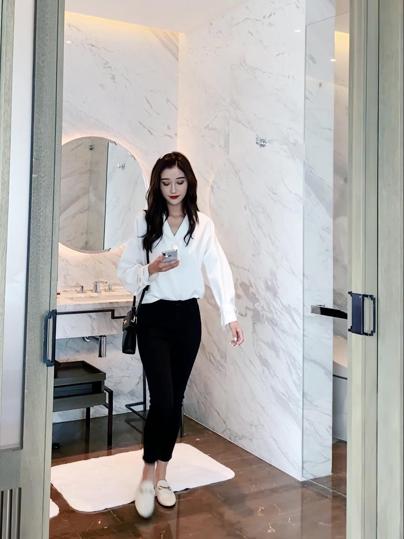 韓国 ファッション トップス ブラウス シャツ 春 夏 秋 カジュアル PTXI195  ラフ 大き目ボタン オーバーサイズ Vネック オルチャン シンプル 定番 セレカジの写真2枚目