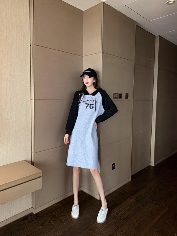 韓国 ファッション ワンピース 春 秋 冬 カジュアル PTXI948  バイカラー ラグランスリーブ フーディ ロゴ オルチャン シンプル 定番 セレカジの写真4枚目