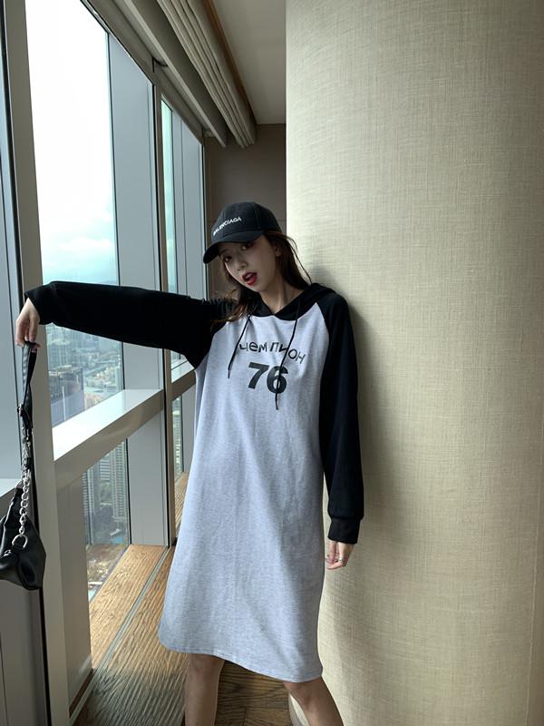 韓国 ファッション ワンピース 春 秋 冬 カジュアル PTXI948  バイカラー ラグランスリーブ フーディ ロゴ オルチャン シンプル 定番 セレカジの写真16枚目