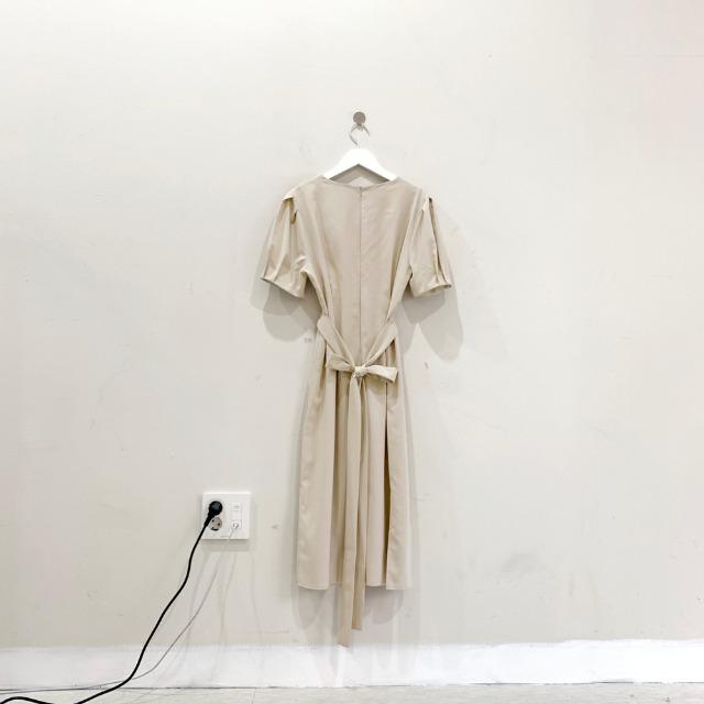 韓国 ファッション ワンピース 春 夏 カジュアル PTXJ632  ナチュラルテイストYライン パフスリーブ オルチャン シンプル 定番 セレカジの写真19枚目
