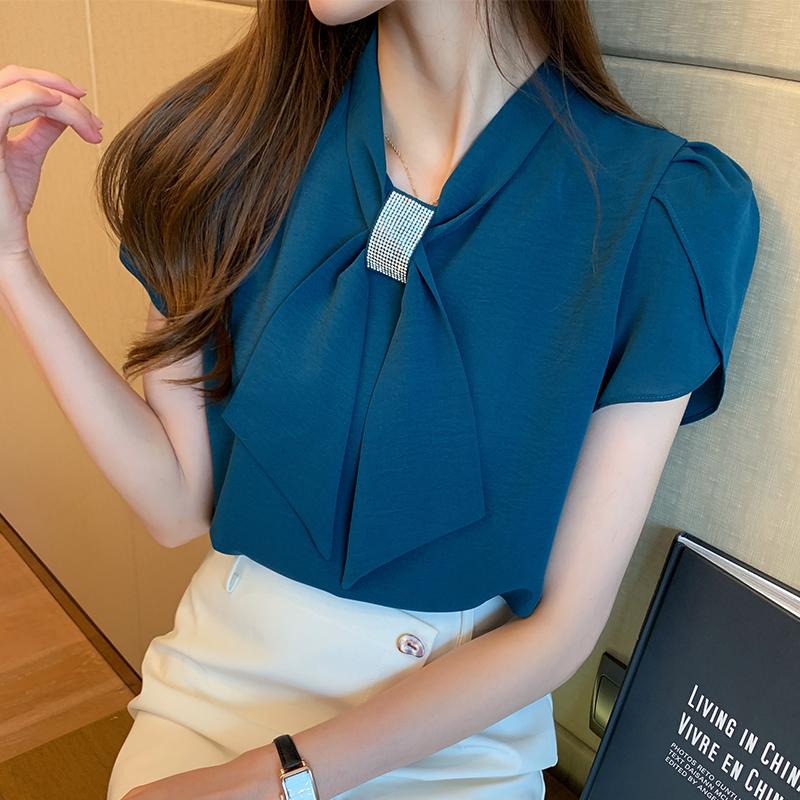 韓国 ファッション トップス ブラウス シャツ 春 夏 カジュアル PTXJ702  シアー ペタルスリーブ ビジュー スカーフ風 オルチャン シンプル 定番 セレカジの写真2枚目