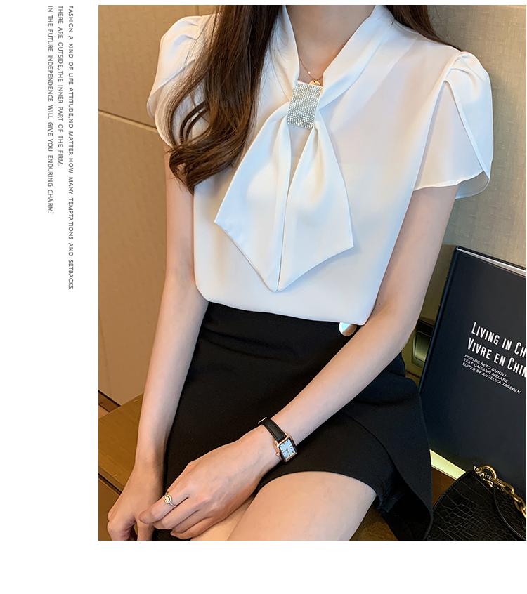 韓国 ファッション トップス ブラウス シャツ 春 夏 カジュアル PTXJ702  シアー ペタルスリーブ ビジュー スカーフ風 オルチャン シンプル 定番 セレカジの写真20枚目