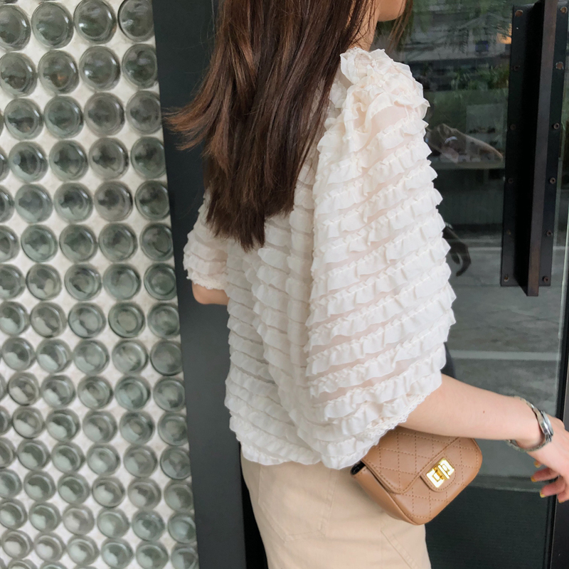 韓国 ファッション トップス ブラウス シャツ 春 夏 カジュアル PTXK059  フリル ティアード シアー パフスリーブ オルチャン シンプル 定番 セレカジの写真6枚目