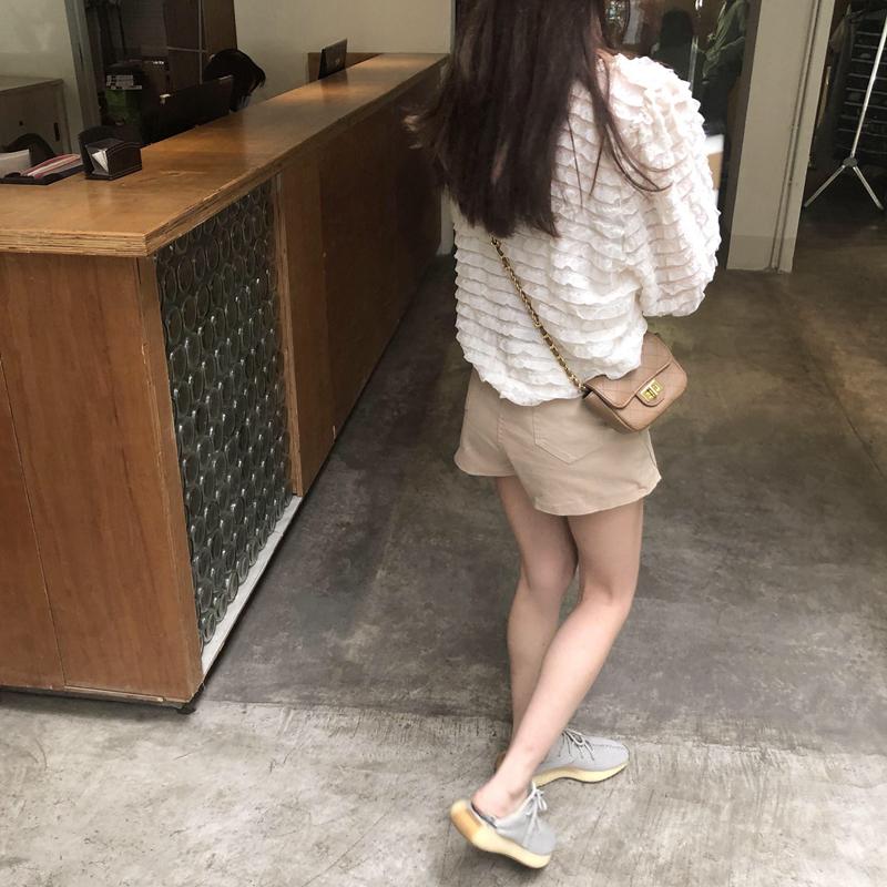 韓国 ファッション トップス ブラウス シャツ 春 夏 カジュアル PTXK059  フリル ティアード シアー パフスリーブ オルチャン シンプル 定番 セレカジの写真14枚目