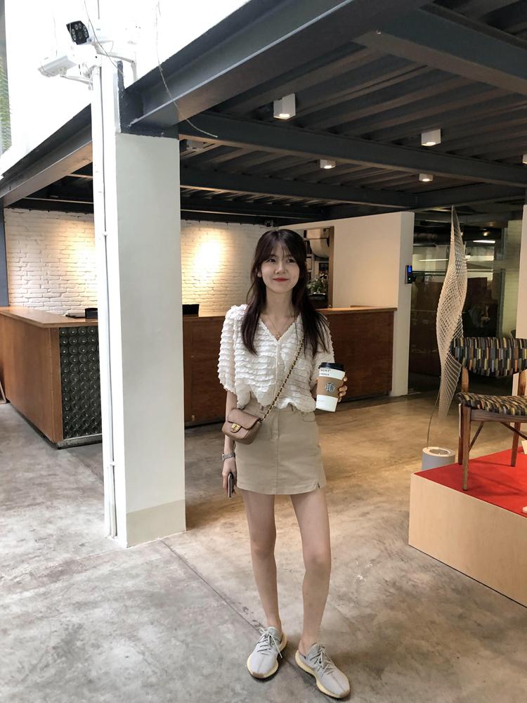 韓国 ファッション トップス ブラウス シャツ 春 夏 カジュアル PTXK059  フリル ティアード シアー パフスリーブ オルチャン シンプル 定番 セレカジの写真17枚目
