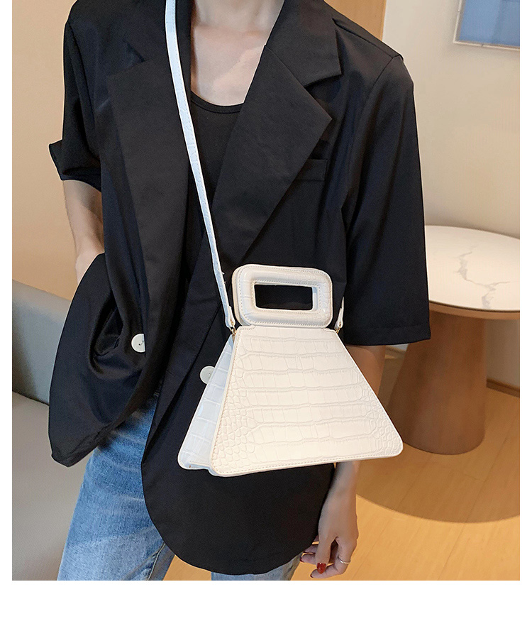 韓国 ファッション ショルダー ポシェット 春 夏 カジュアル PTXK161  型押し 光沢 ポシェット ミニバッグ 斜め掛け オルチャン シンプル 定番 セレカジの写真9枚目