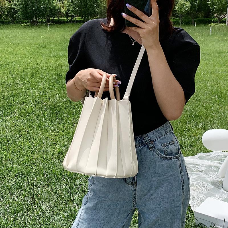 韓国 ファッション ショルダー ポシェット 春 夏 カジュアル PTXK165  プリーツ バケツ型 立体 ハンドバッグ オルチャン シンプル 定番 セレカジの写真3枚目