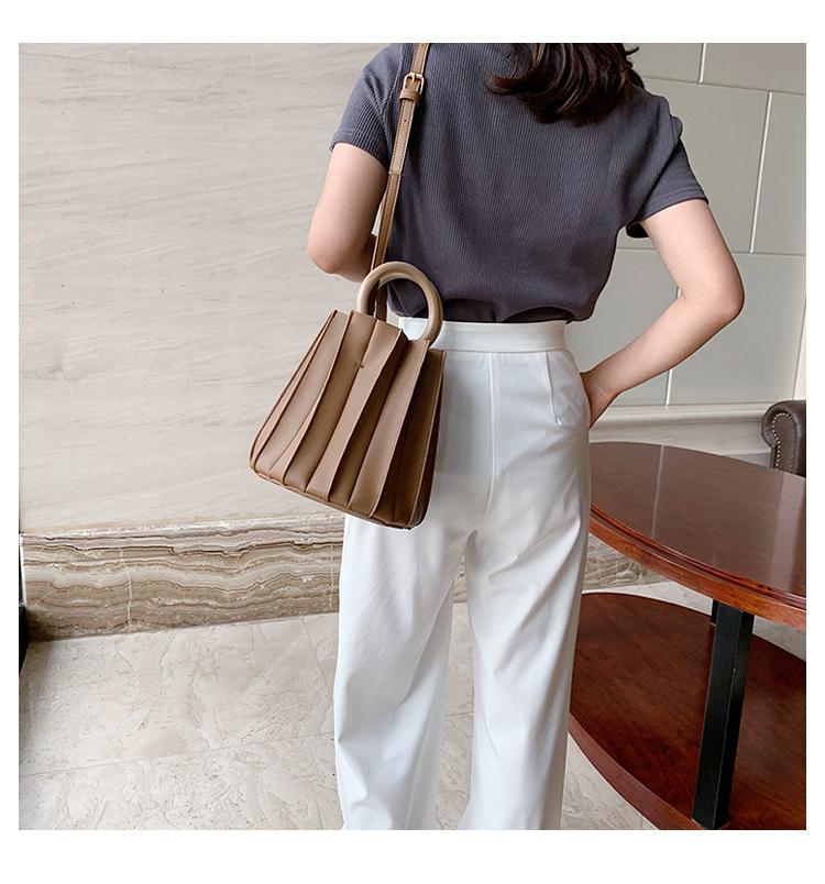 韓国 ファッション ショルダー ポシェット 春 夏 カジュアル PTXK165  プリーツ バケツ型 立体 ハンドバッグ オルチャン シンプル 定番 セレカジの写真9枚目