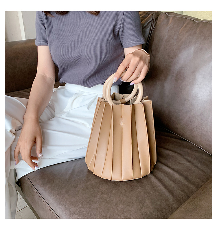 韓国 ファッション ショルダー ポシェット 春 夏 カジュアル PTXK165  プリーツ バケツ型 立体 ハンドバッグ オルチャン シンプル 定番 セレカジの写真15枚目