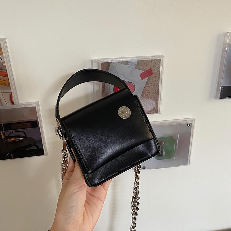 韓国 ファッション ショルダー ポシェット 春 夏 カジュアル PTXK173  チェーン コードバン風 斜め掛け ミニバッグ オルチャン シンプル 定番 セレカジの写真15枚目