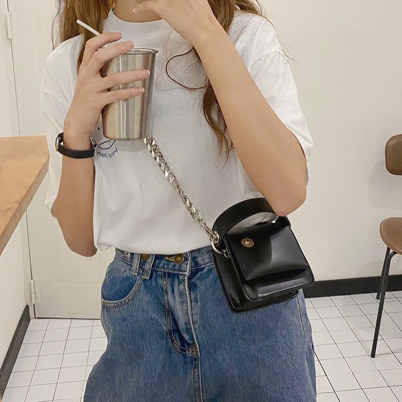 韓国 ファッション ショルダー ポシェット 春 夏 カジュアル PTXK173  チェーン コードバン風 斜め掛け ミニバッグ オルチャン シンプル 定番 セレカジの写真16枚目