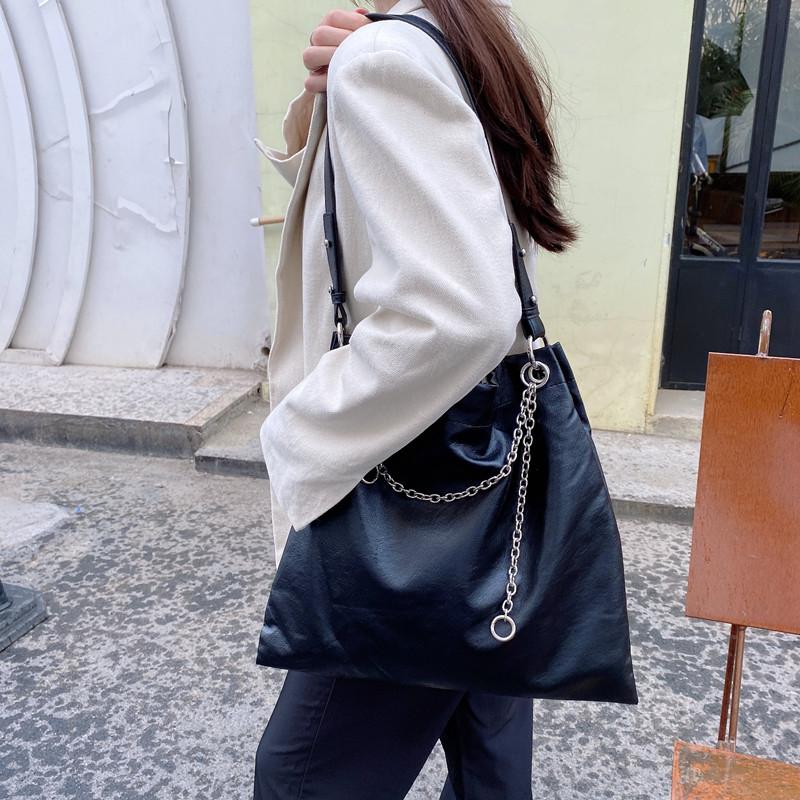 韓国 ファッション トートバッグ 春 夏 カジュアル PTXK175  チェーン レザー風 ショルダー トートバッグ オルチャン シンプル 定番 セレカジの写真4枚目