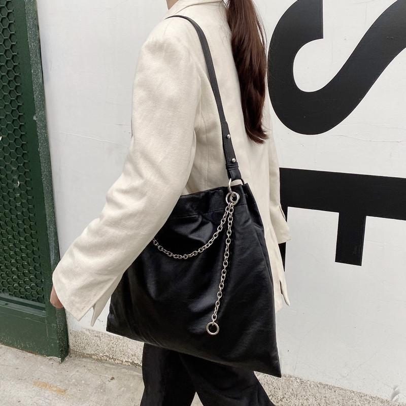 韓国 ファッション トートバッグ 春 夏 カジュアル PTXK175  チェーン レザー風 ショルダー トートバッグ オルチャン シンプル 定番 セレカジの写真6枚目