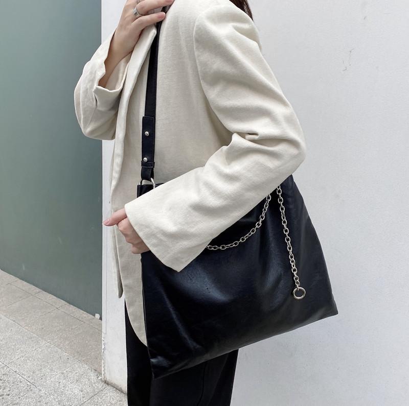 韓国 ファッション トートバッグ 春 夏 カジュアル PTXK175  チェーン レザー風 ショルダー トートバッグ オルチャン シンプル 定番 セレカジの写真8枚目