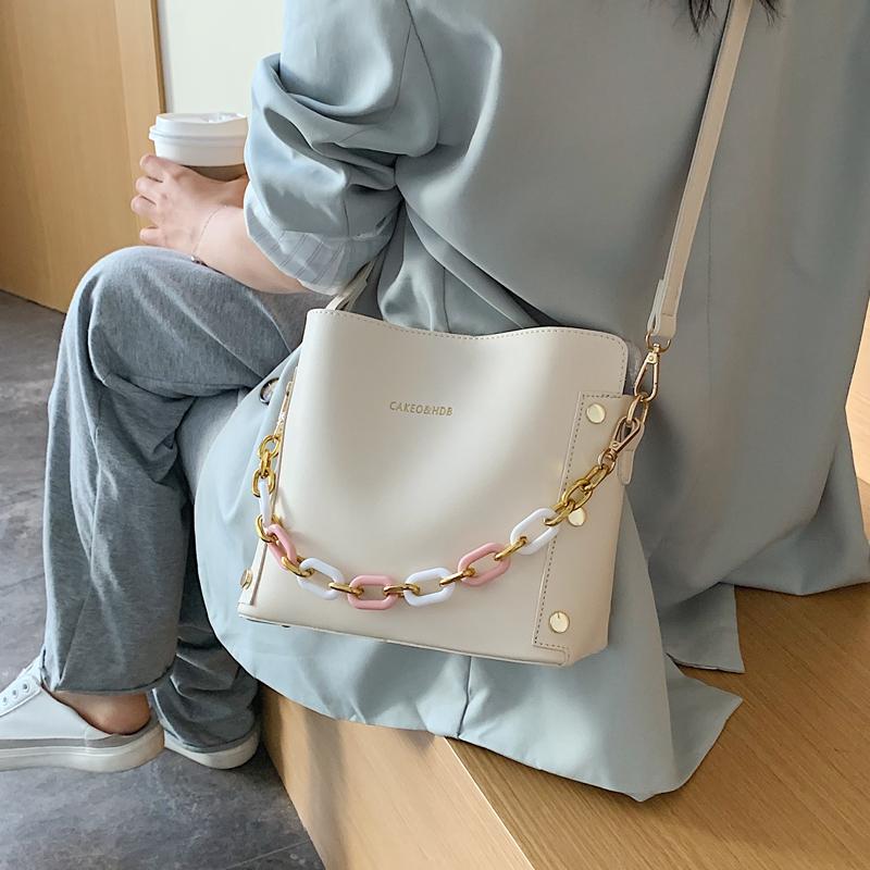 韓国 ファッション ショルダー ポシェット 春 夏 カジュアル PTXK183  チェーン風 バケツ型 バッグインバッグ 淡色 オルチャン シンプル 定番 セレカジの写真3枚目