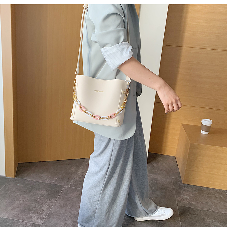 韓国 ファッション ショルダー ポシェット 春 夏 カジュアル PTXK183  チェーン風 バケツ型 バッグインバッグ 淡色 オルチャン シンプル 定番 セレカジの写真12枚目