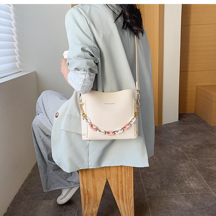韓国 ファッション ショルダー ポシェット 春 夏 カジュアル PTXK183  チェーン風 バケツ型 バッグインバッグ 淡色 オルチャン シンプル 定番 セレカジの写真13枚目