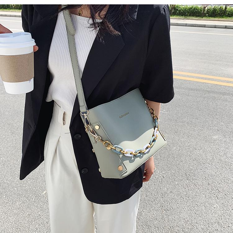 韓国 ファッション ショルダー ポシェット 春 夏 カジュアル PTXK183  チェーン風 バケツ型 バッグインバッグ 淡色 オルチャン シンプル 定番 セレカジの写真14枚目