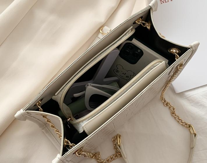 韓国 ファッション ショルダー ポシェット 春 夏 カジュアル PTXK184  チェーン 型押し 光沢 ダブルストラップ オルチャン シンプル 定番 セレカジの写真8枚目