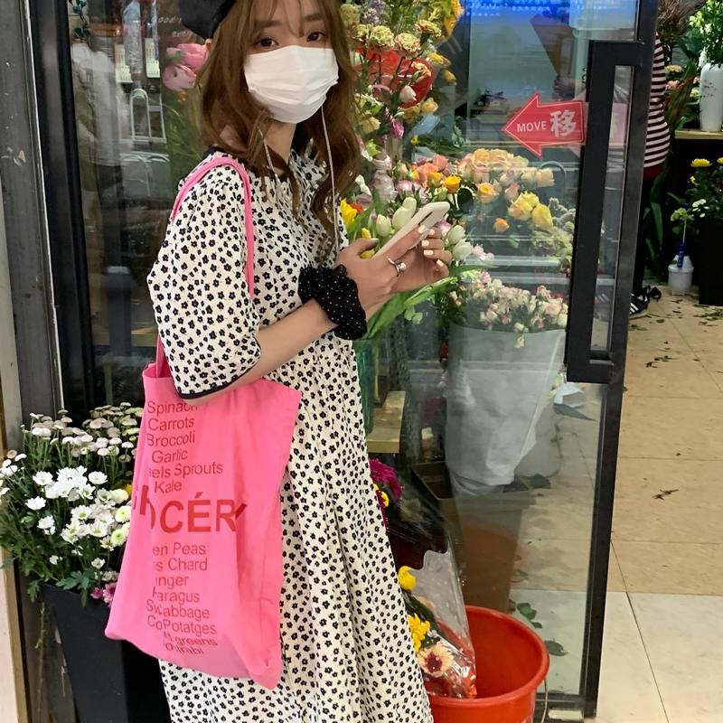 韓国 ファッション ワンピース 春 夏 カジュアル PTXK251  小花 バックコンシャス ギャザー ゆったり オルチャン シンプル 定番 セレカジの写真4枚目