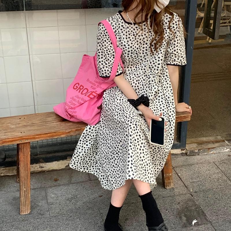 韓国 ファッション ワンピース 春 夏 カジュアル PTXK251  小花 バックコンシャス ギャザー ゆったり オルチャン シンプル 定番 セレカジの写真14枚目