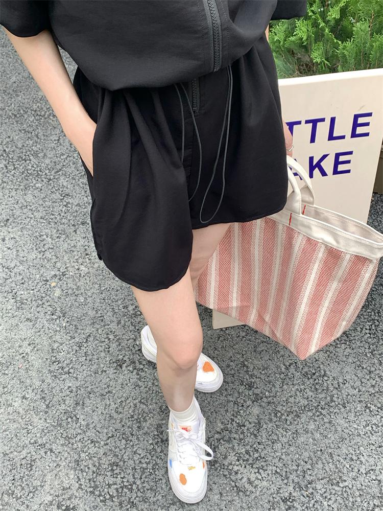 韓国 ファッション オールインワン サロペット 春 夏 カジュアル PTXK330  ボリューム袖 ウエストマーク ショーパン オルチャン シンプル 定番 セレカジの写真18枚目