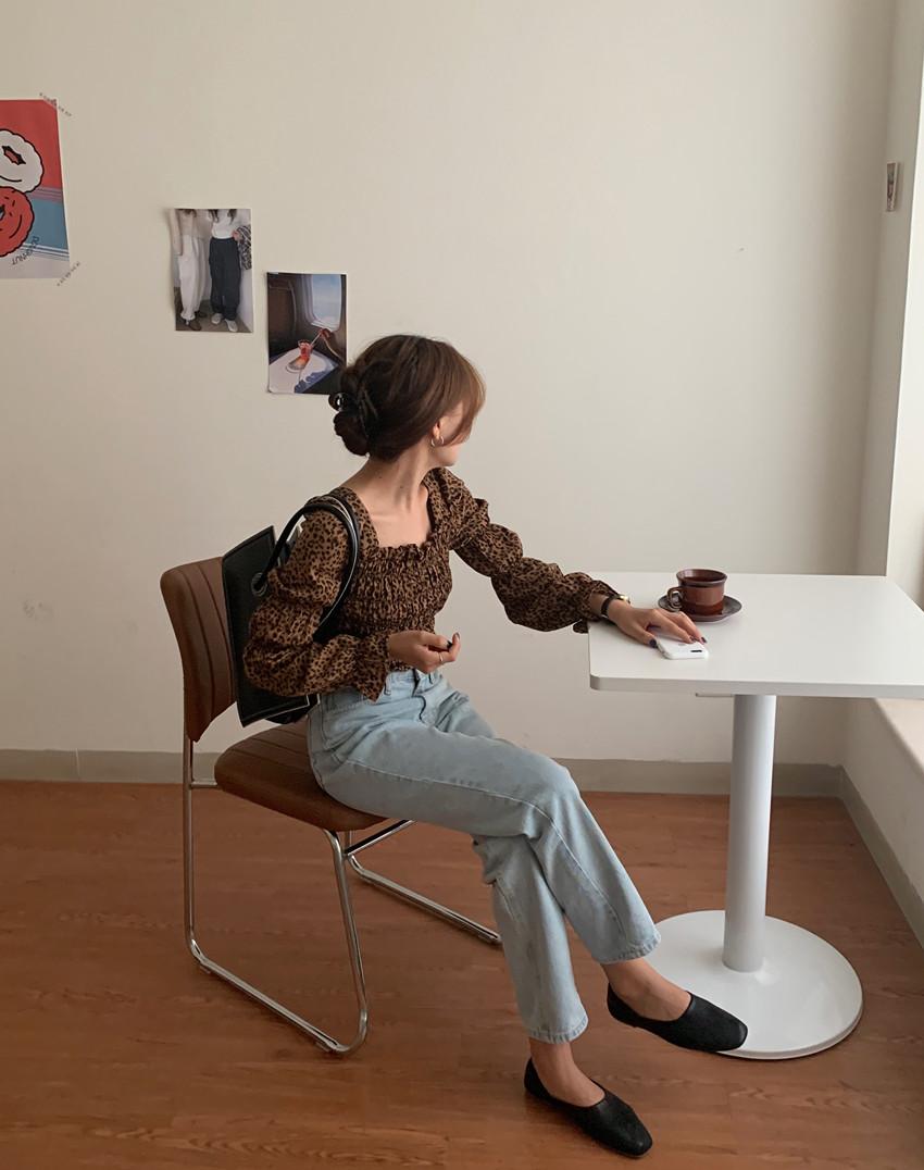 韓国 ファッション トップス ブラウス シャツ 春 秋 冬 カジュアル PTXL483  ベイクドカラー ギャザー クロップド 肌見せ オルチャン シンプル 定番 セレカジの写真9枚目